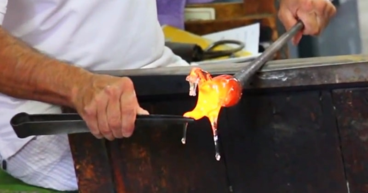 Skilled Glass Sculpture Sculpts Amazing Glass Horse In 60 Seconds.