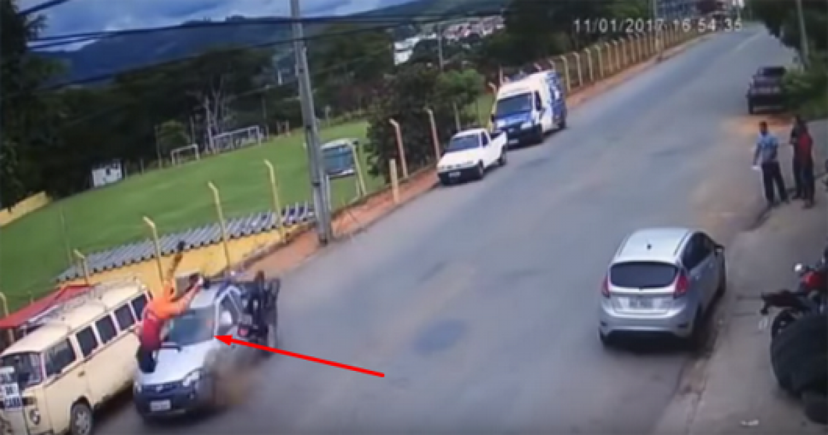 Terrifying Moment A Motorcyclist Has A Terrible Crash And Flown In The Air But Still Miraculously Alive.
