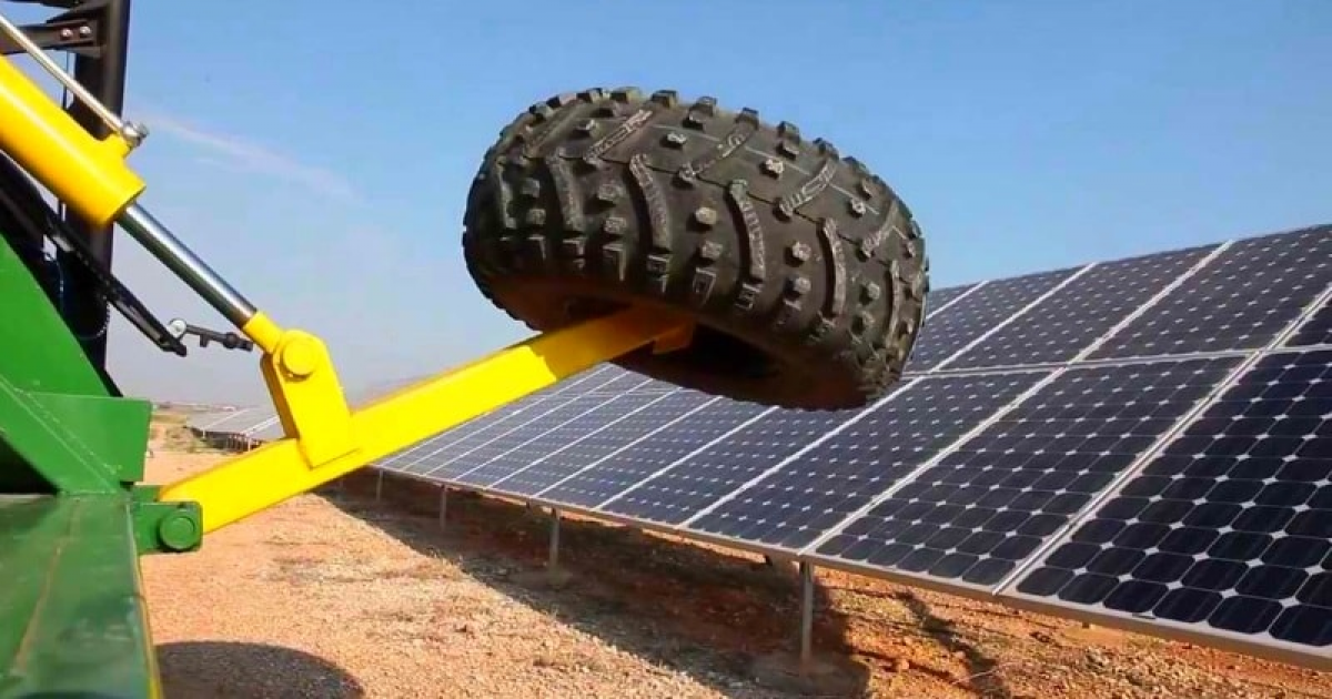 Photovoltaic Automatic Cleaning Z-Mobile Equipment That Can Clean Solar Panels Fast.