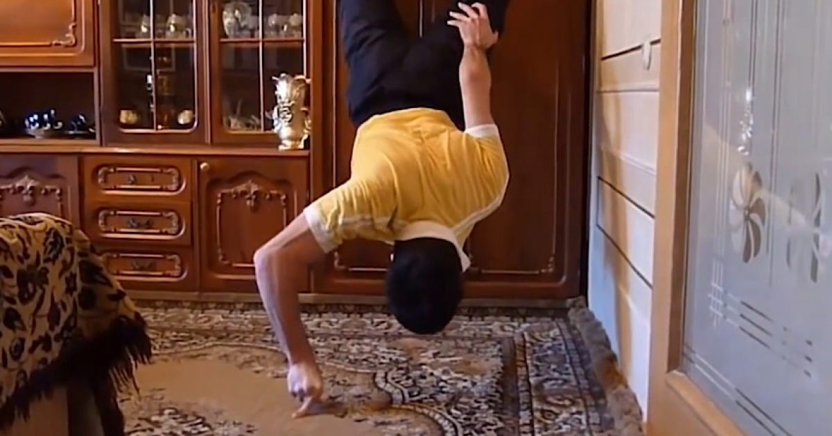 Man Does Elevated Push Ups Just Using His Two Fingers.