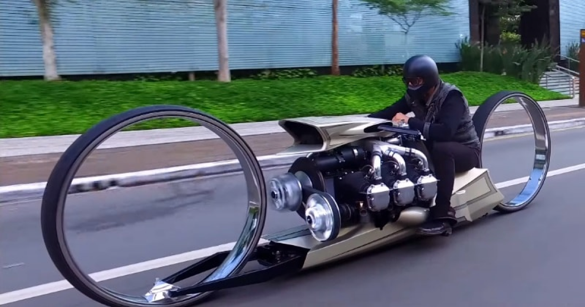 TMC Dumont – A Futuristic Hubless Motorcycle With Airplane Engine That Is Similar Of Sci-Fi Film.