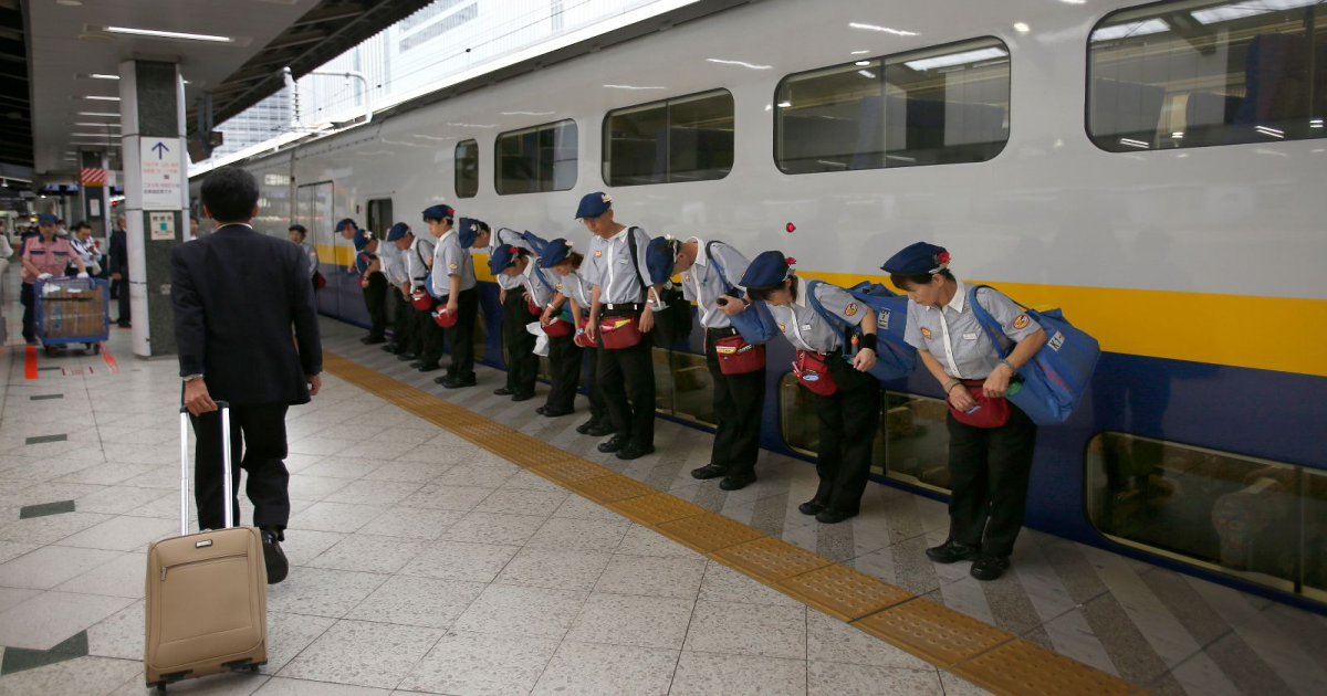 This Video Shows Japan's Bullet Trains Being Cleaned In Only Seven Minutes Flat.